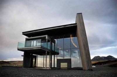 Contemporary Casa g in Iceland by Gudmundur Jonsson 400x 265