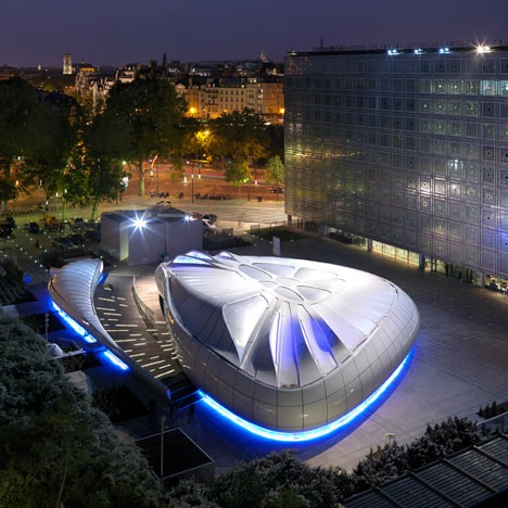 Une Architecture at the Mobile art Pavilion by Zaha Hadid 3